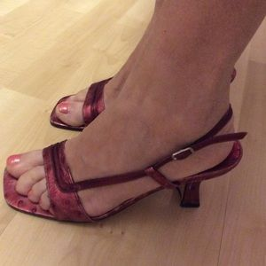 Town Shoes red square toe leather kitten heels